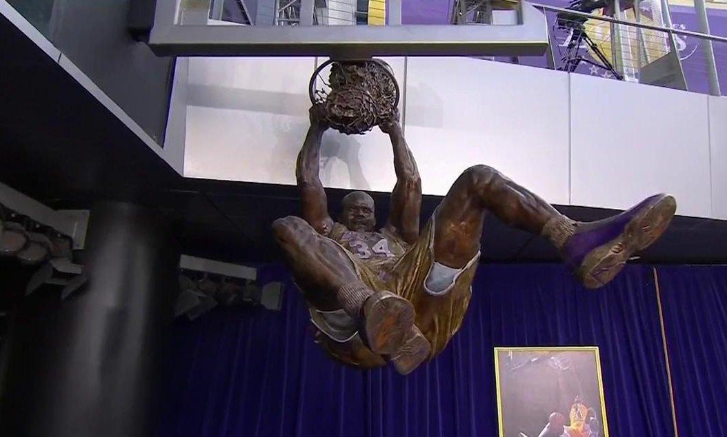 シャックの銅像を公開!!